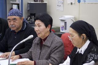 記者会見する袴田秀子さんと門間代表・副代表.jpg